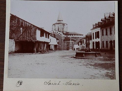 Photographie ancienne 1899 Saint-Savin La Vienne Place fontaine