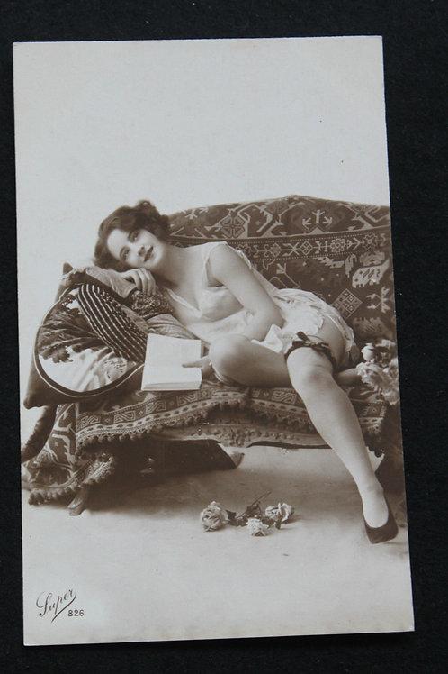 CPA photo rétro 1920 1930 Lectrice femme nue