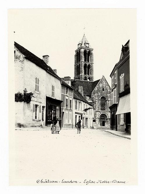 Photographie ancienne vers 1910 Château-Landon Seine et Marne Rue animée enfants