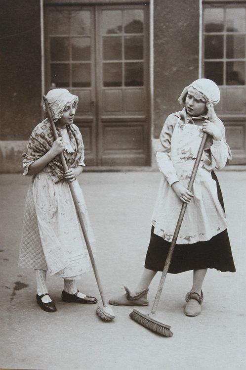 Photgraphie école de filles 1930 Becon les Bruyères près Paris Spectacle