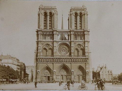 Paris 1900 Photographie ancienne 1900 Cathédrale Notre-Dame vélos scène de vie