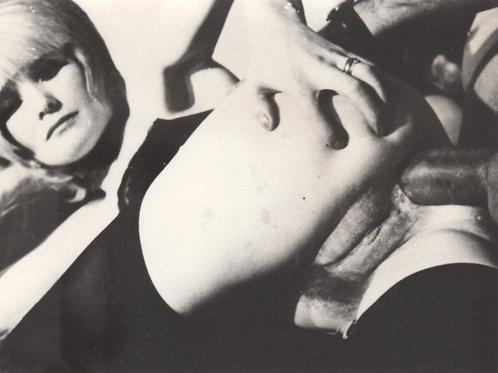 """Photographie originale amateur érotique (vers 1970). """"Back Door"""""""
