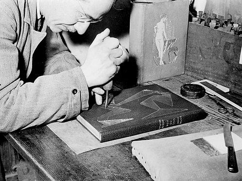 Paul Bonet. Décorateur de reliures (relieur). Photographie originale (vers 1950)