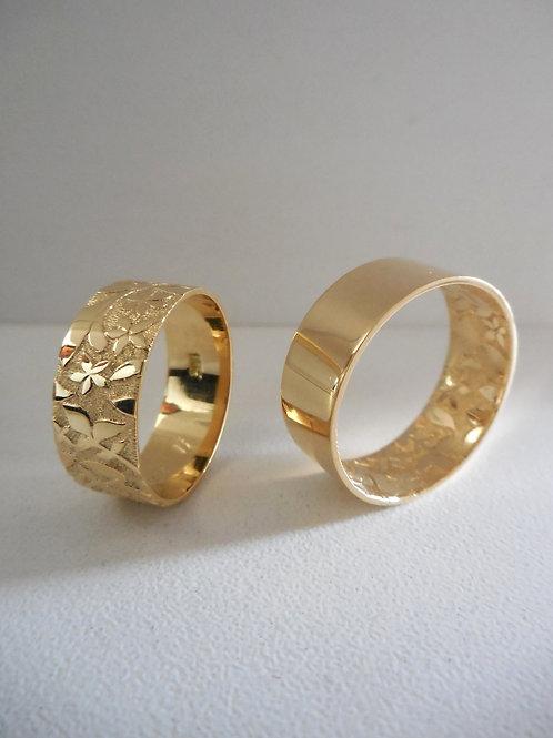 Aros de oro con grabado de flores
