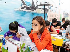 Học viên ielts thay gia đang làm bài Iel