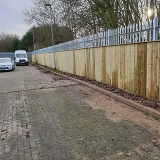 close-board-palisade-fencing-1