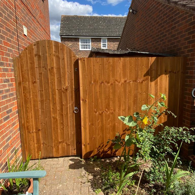 close-board-garden-gate-1