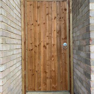 close-board-garden-gate-3