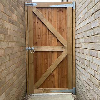 close-board-garden-gate-5