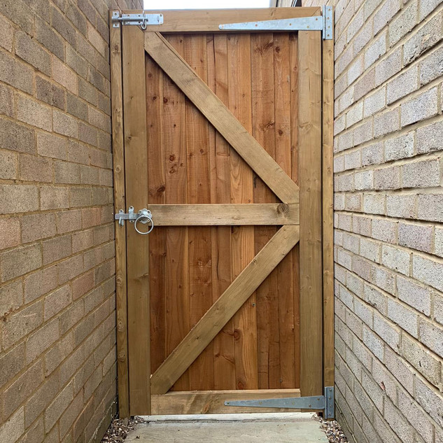 close-board-garden-gate-5