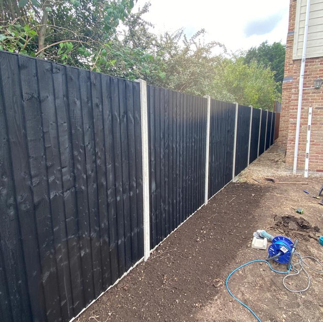 black-close-board-fence-1