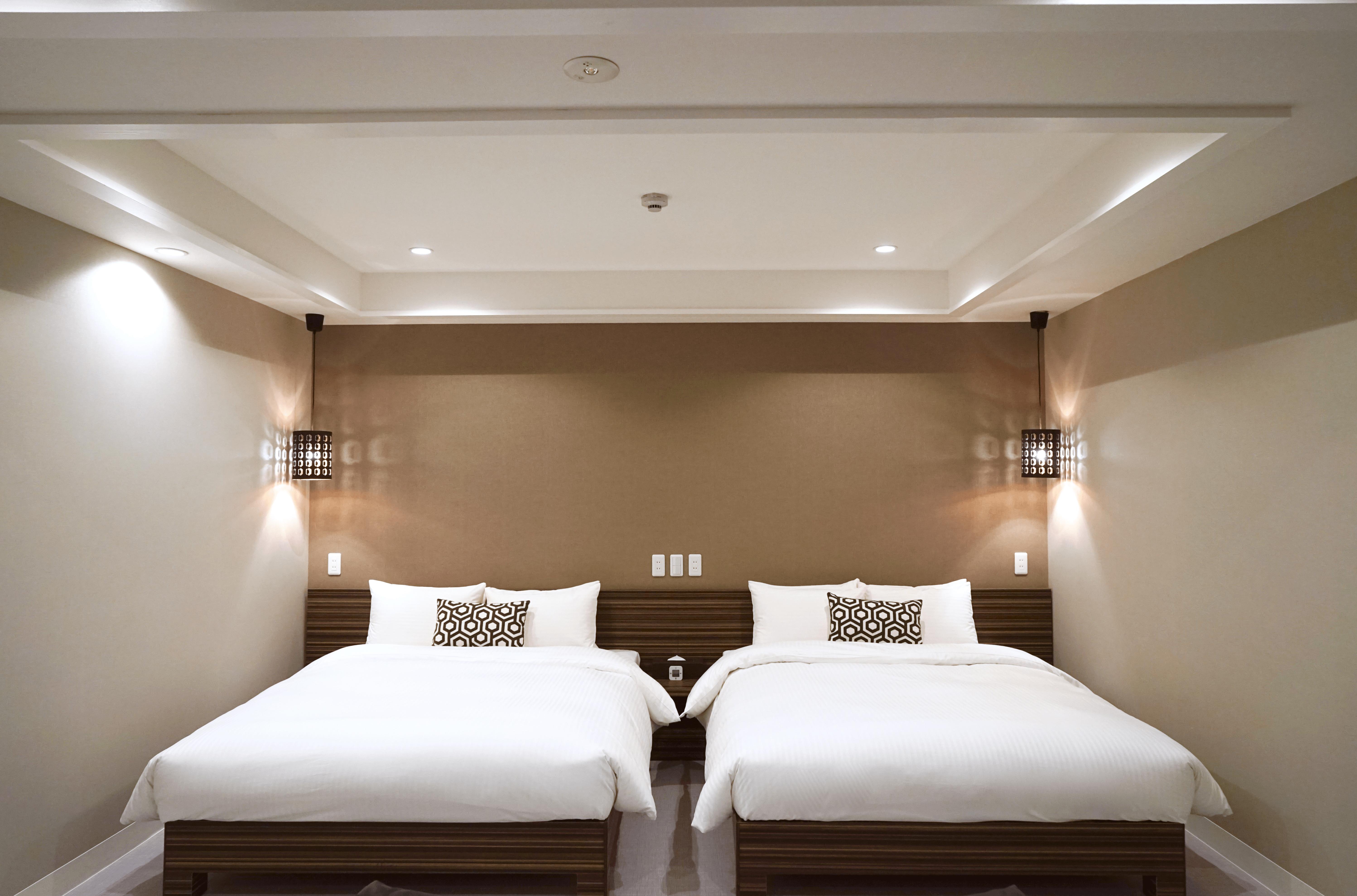 Deluxe Twin Queen Beds (150-180cm)