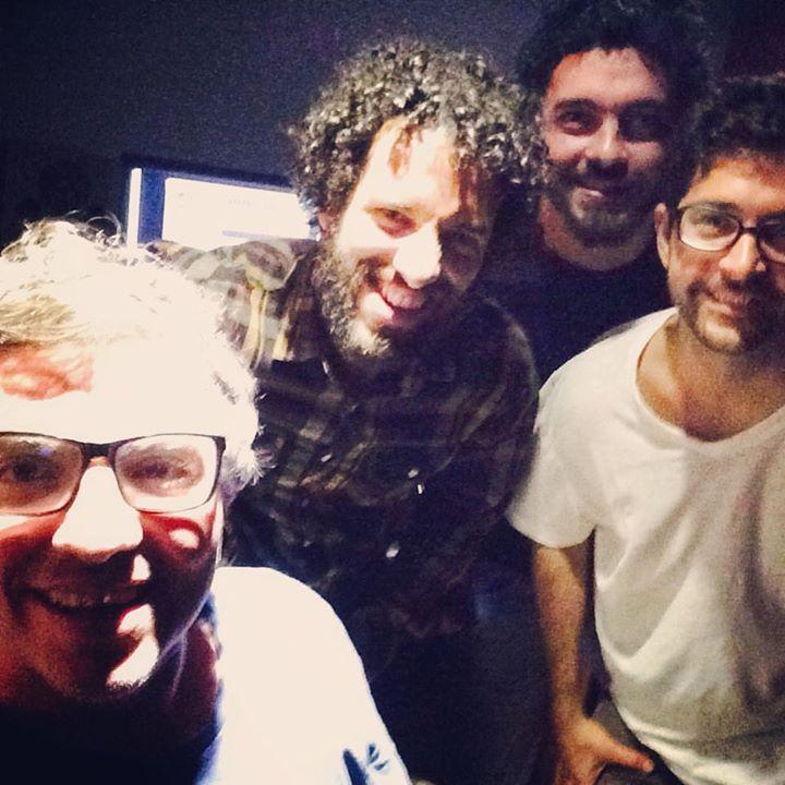 Ricco Viana, que produz a trilha tema da peça _idéia Fixa_, deu um pulo no #superstudiobr para grava