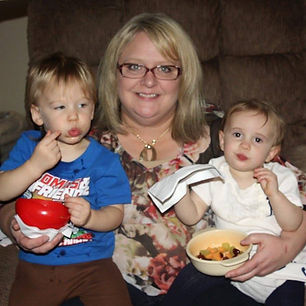 Dava Leigh with her cute grandchildren.