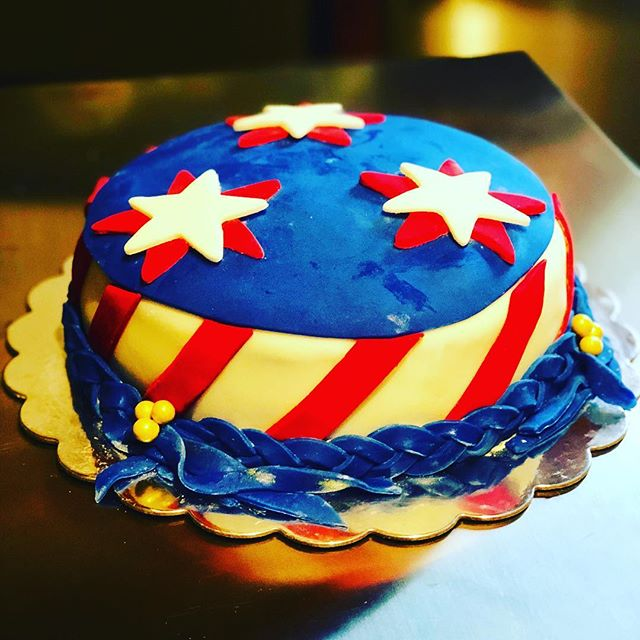 Another cake by #sugarcoatedcakesla #4th