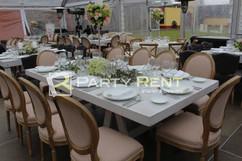 mesas-sillas-renta-salas-bodas-mobiliari