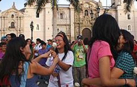 Besatón frente a la Catedral de Lima