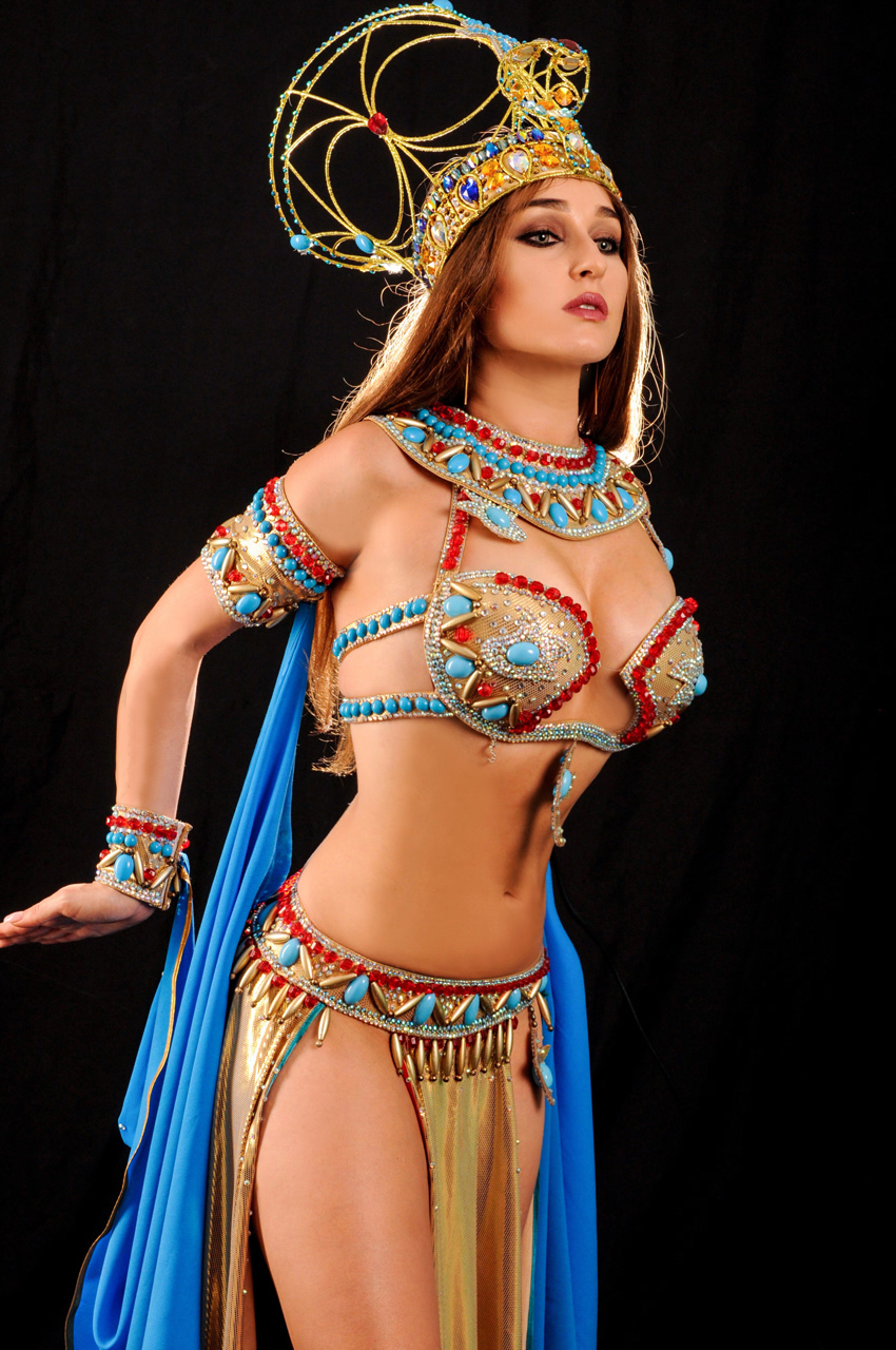 Naked arabic belly dancing