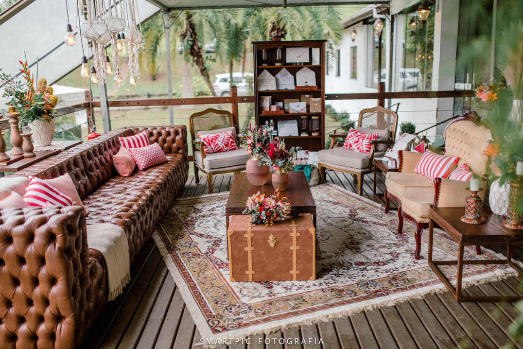 Lounge com sofá Chesterfield