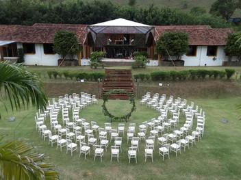 Cerimônia com cadeiras Dior pérola