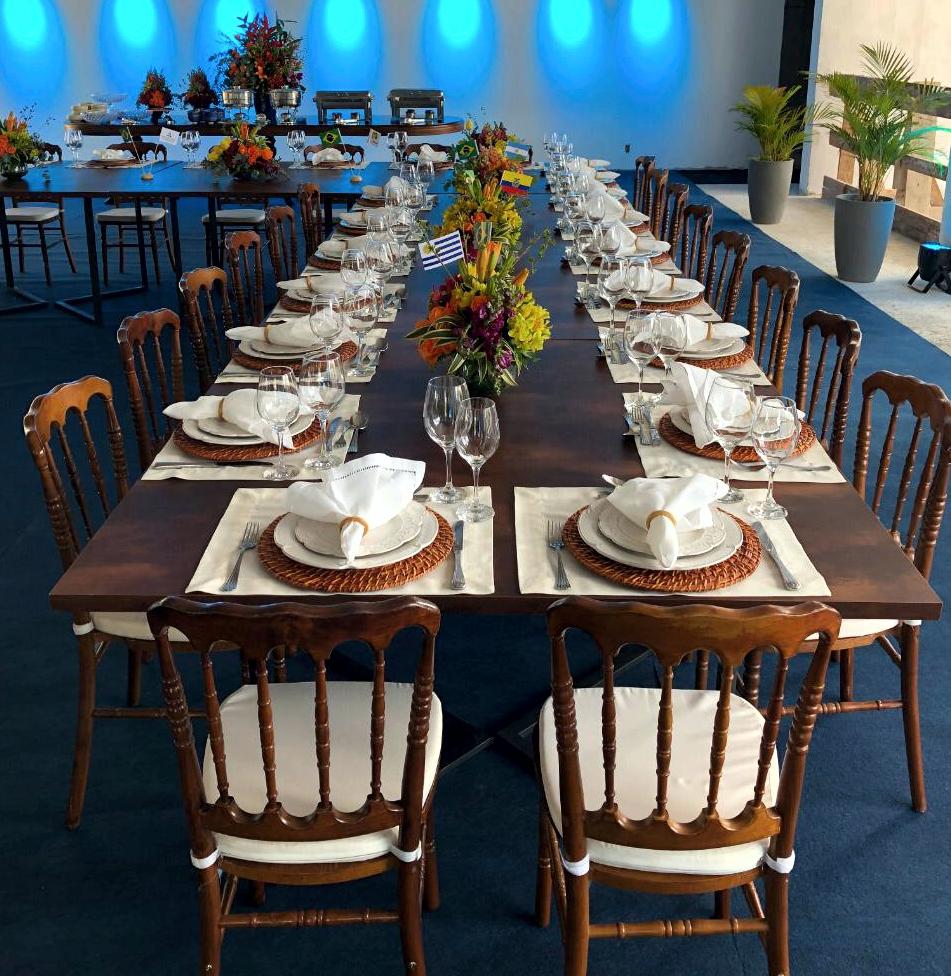 Mesa Rusty Banquete
