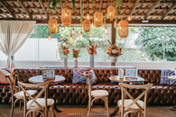 Lounge com Chesterfield e cadeira Paris
