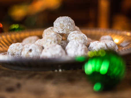 Holiday Recipes: White Christmas Cookies (Pecan Shortbread Balls)