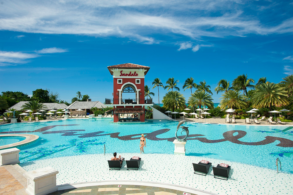 [HQ]_Sandals Antigua Main Pool.jpg