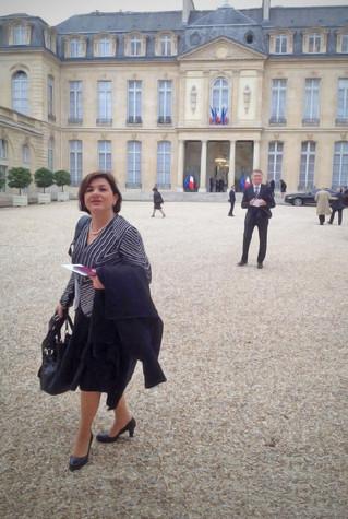 Au Palais de l'Elysée à l'occasion de la remise de la Grand-Croix de la Légion d'honneur à l'ancien Premier ministre français, Michel Rocard, le 9 octobre 2015