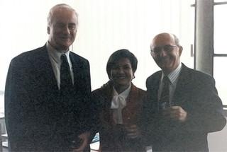 Avec l'ancien Président de l'Institut universitaire européen (IUE) Patrick Masterson et le Professeur Antonio Cassese, à la soutenance de ma thèse de doctorat à l'IUE (Florence, Italie) le 28 octobre 1994