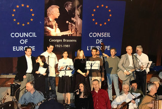 Singing Georges Brassens in different languages with the Amicale of the Council of Europe staff, in the PACE chamber, in Mars 2006
