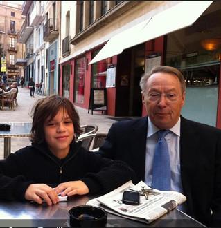 Mon fils Charles et Lluís Maria de Puig, ancien Président de l'APCE, à Figueras (Espagne), octobre 2011