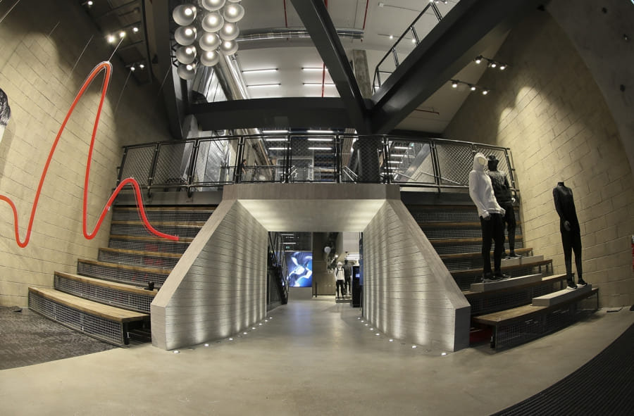 GLSAdvice_Allestimento Flagship Store Ad