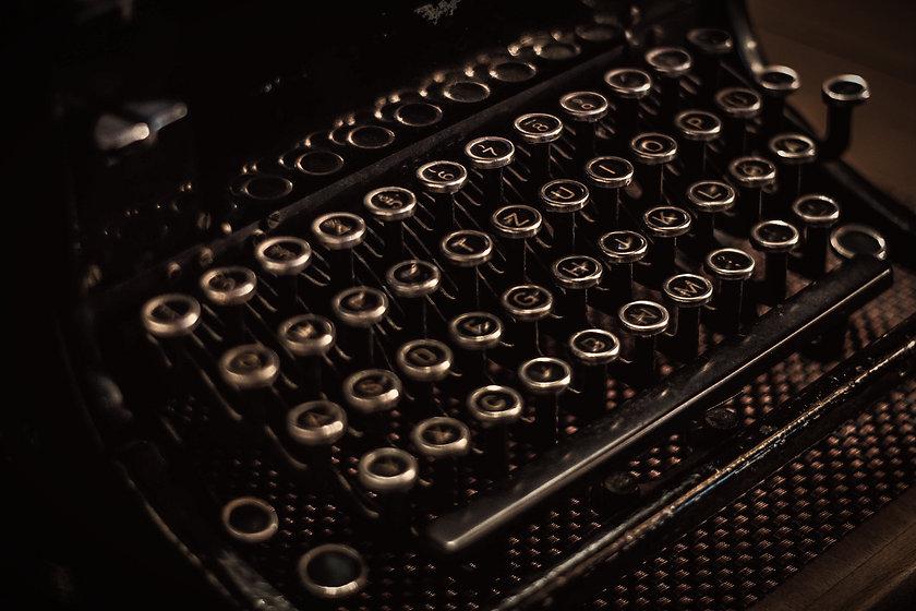 typewriter-1031024_1920_edited.jpg