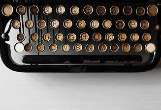 typewriter-2563457_1920.jpg