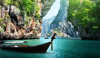 long-boat-and-rocks-on-railay-beach-in-K