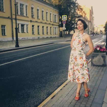 МИР ПОПОЛАМ: На самое деле это платье Рите не нравится - и оно было возвращено в магазин сразу же после съемки