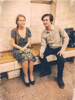 СОХРАНЯЯ ЛЮБОВЬ: Ваня репетирует пламенную речь в ожидании ретропоезда в метро