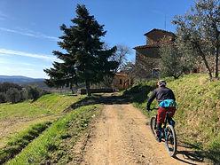 sentiero con bici chianti.jpeg