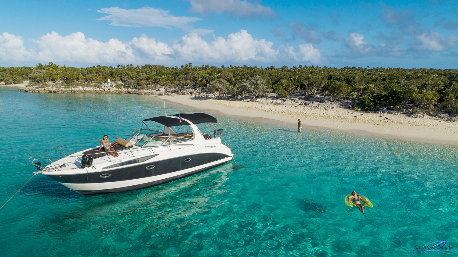 35' Bayliner in Exuma