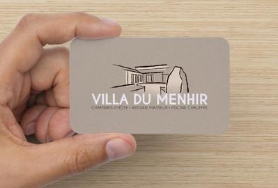 recto carte de visite Villa du Menhir, koxintox graphiste illustrateur à Lisle sur Tarn, Caroline Pillet,création logo,illustration