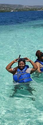j'avais un gilet de sauvetage, car on venait de visiter les coraux dans les fonds (île de Lagonâve)