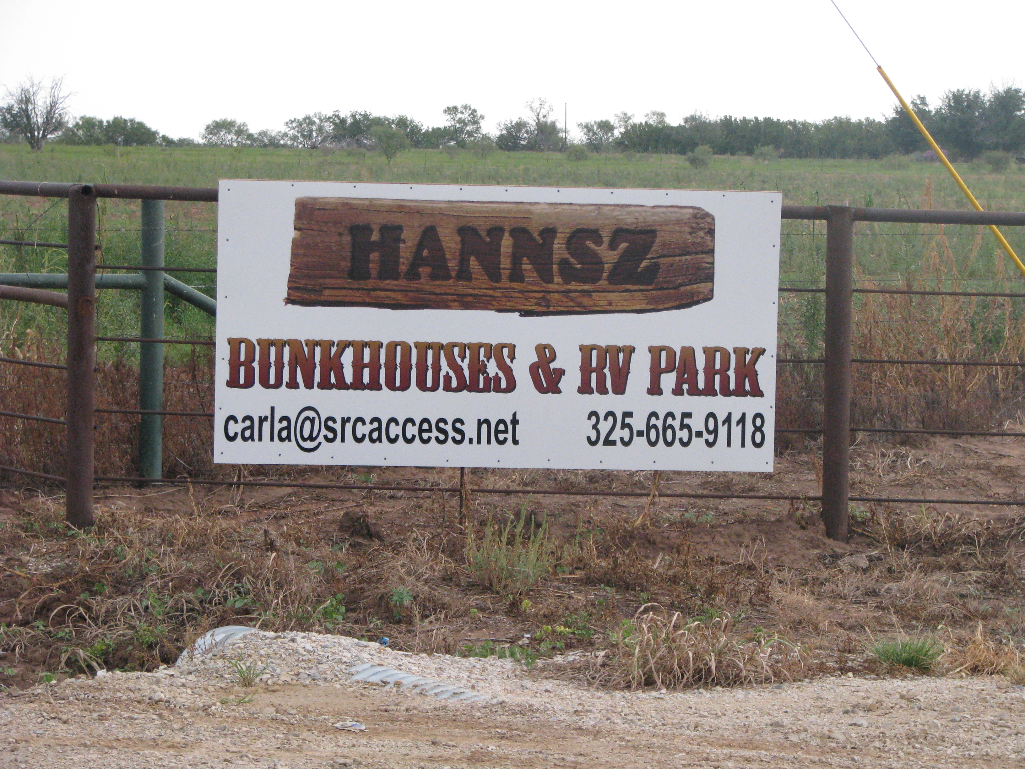 Hannsz gate sign