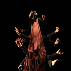 """""""Les quatre comédiens (Céline Cesa, Claire Forclaz, Vincent Rime et Lionel Frésard) multiplient les rôles et changent de costumes à un rythme soutenu. Leur énergie permet de coller à l'imagination frénétique de l'enfance, illustrée dans sa diversité par ce spectacle enchanteur.""""  La Gruyère"""