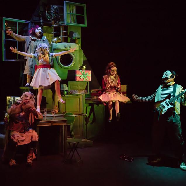"""""""Un spectacle pour enfants à la fois drôle et tendre.""""  Le Matin"""
