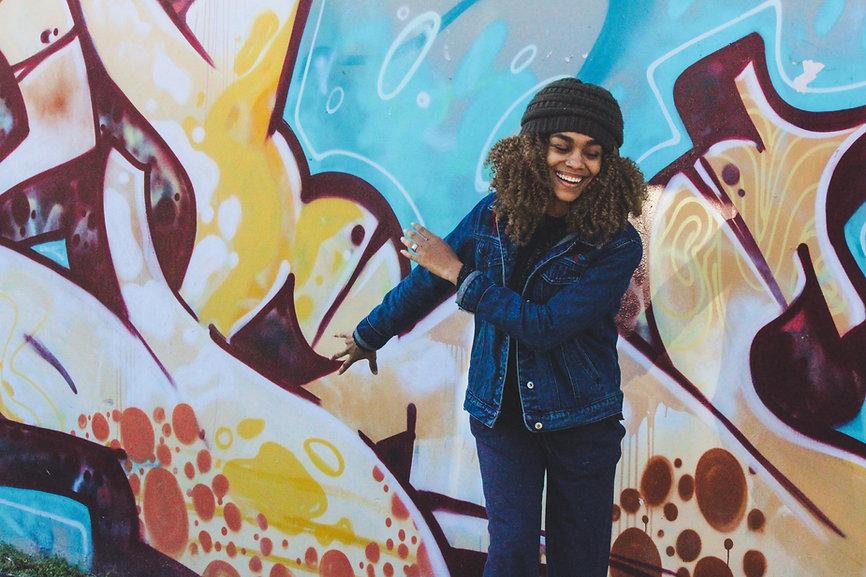 woman, happy, streetart