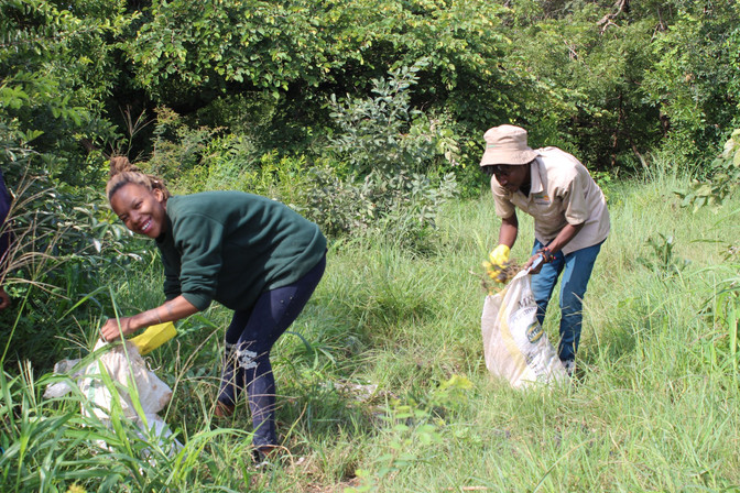 Bushtracks Africa helps with clean up in Mosi-oa-Tunya National Park, Zambia