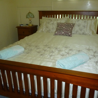 Westray queen bed