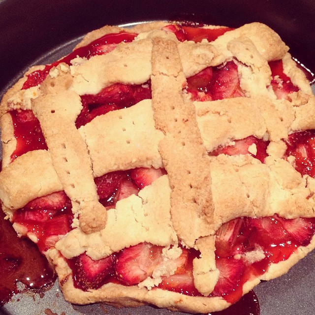 glutenfree grainfree #sugarfree strawberry rhubarb pie