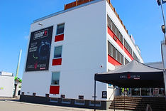 Eingang zum Grillforum VALENTIN Mainz von außen